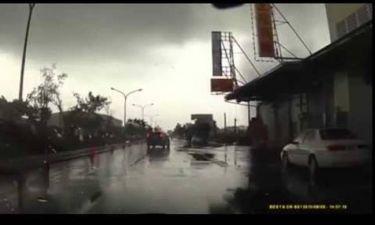 Αυτοκίνητο συναντά τυφώνα -  Πόσο πιο τρομακτικό; (video)