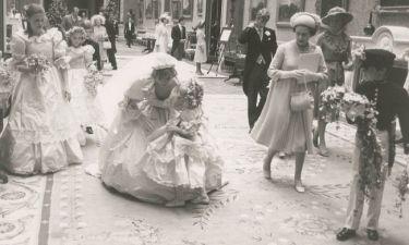 Στη φόρα αδημοσίευτες φωτογραφίες από το γάμο της Νταϊάνα με τον Κάρολο