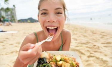 Αυτό είναι το ιδανικό διατροφικό πρόγραμμα για τις διακοπές: Δίαιτα χωρίς... δίαιτα