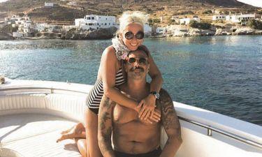 Μαρία Μπακοδήμου: Στην Κίμωλο αγκαλιά με τον αγαπημένο της