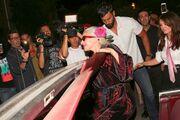Lady Gaga: Η τούμπα της μπροστά στους φωτογράφους
