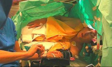 Απίστευτο! Τενόρος τραγουδάει Σούμπερτ ενώ υποβάλλεται σε εγχείρηση στον εγκέφαλο!