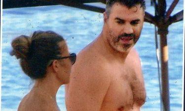 Γιώργος Σιγάλας: Στην παραλία με την σύζυγό του