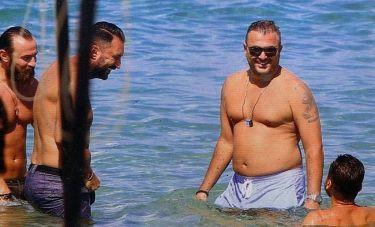 Αντώνης Ρέμος: Με τους φίλους του στην Χαλκιδική