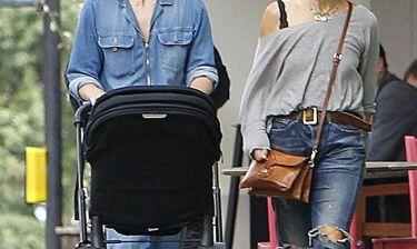 Με την μαμά και την κόρη της βγήκαν για ψώνια!