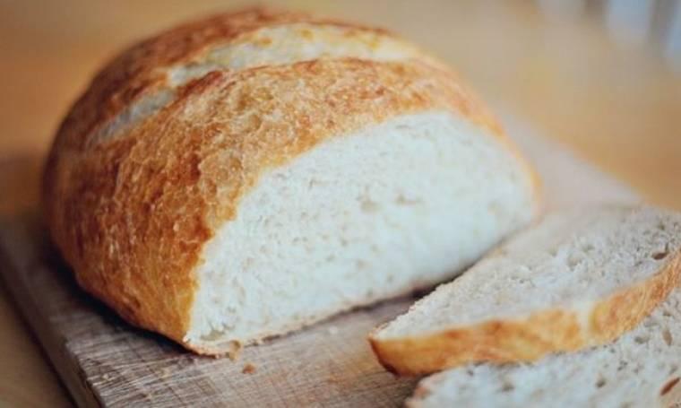 Συνταγή για αφράτο σπιτικό ψωμί με 4 υλικά!