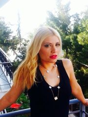 Ποια Ελληνίδα δημοσιογράφος είναι η μικρή της φωτογραφίας;