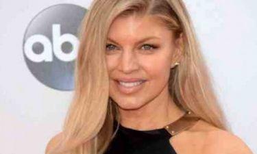 Επιτέλους: Η Fergie αφήνει πίσω τα κακόγουστα outfits και κάνει την πιο κομψή της εμφάνιση
