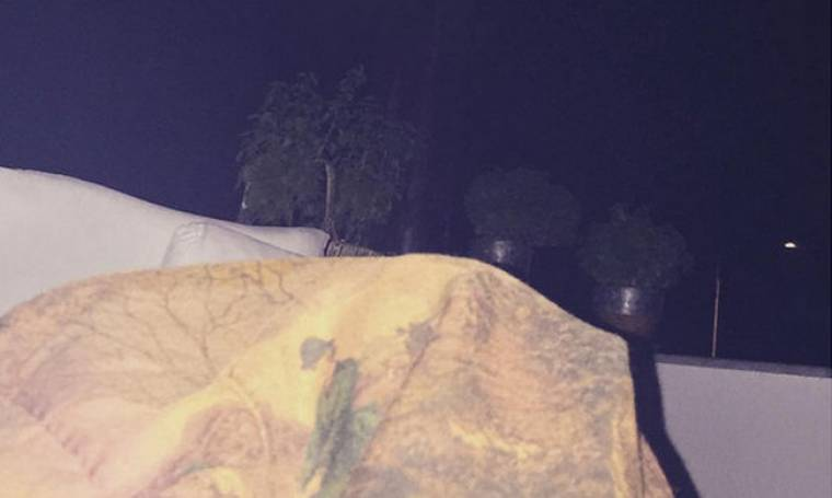 Πέρασε τη νύχτα στο μπαλκόνι με κουβεντούλα