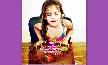 Ούτε μία, ούτε δύο, αλλά 4 τούρτες για τα γενέθλια της!