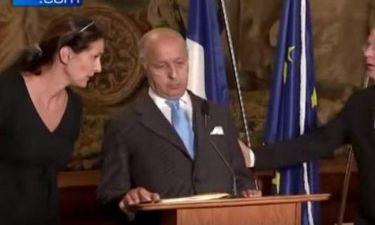 Ο Γάλλος Υπουργός Εξωτερικών κατέρρευσε μπροστά στις κάμερες