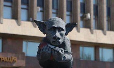 Άγαλμα παρουσιάζει τον Πούτιν σαν τον Dobby το ξωτικό