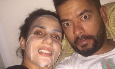 Με τη μάσκα στο πρόσωπο! Πραγματικά ακομπλεξάριστη