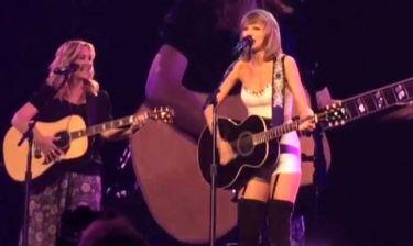 Swift-Kudrow τραγουδούν το… «Smelly Cat» από τα «Φιλαράκια»