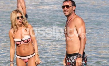 Γιάννης Γκούμας: Στη παραλία με τη γυναίκα του