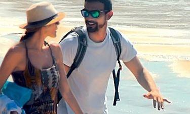 Τζένη Μπαλατσινού: Ρομαντικές βόλτες στην παραλία με τον σύντροφό της