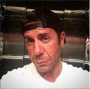 Selfie στο ασανσέρ για τον… Μαζωνάκη