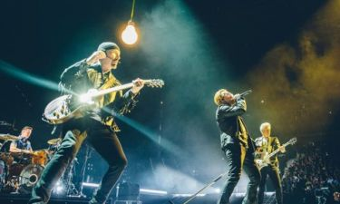 O Bono τιμά τον μικρό Αϊλάν