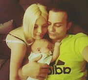 Η τρυφερή φωτογραφία με τον δύο μηνών γιο τους