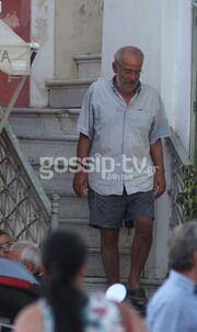 Αλέκος Αλαβάνος: Ξέγνοιαστες στιγμές στην Τήνο