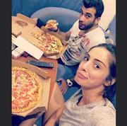 Το  νέο ζευγάρι παρακολούθησε το debate τρώγοντας πίτσες