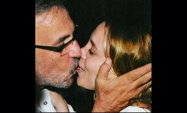 «Καυτά» δημόσια φιλιά από Τσακνή-Μονογιού