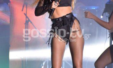 Η sexy παρουσία Ελληνίδας τραγουδίστριας στην σκηνή