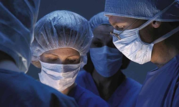 «Προσπαθούσα να μεταπείσω τη μάνα μου για τις χειρουργικές επεμβάσεις»