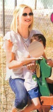 Ραχήλ Μακρή: Στην παιδική χαρά με τα παιδιά της