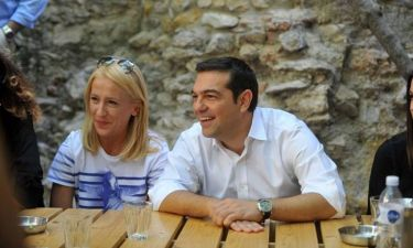 Εκλογές 2015: Ο Τσίπρας όπως δεν τον έχουμε ξαναδεί: Δώρα, selfies και… ατάκες! (video & photos)