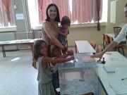 Εκλογές 2015: Οικογενειακώς στο εκλογικό παραβάν!