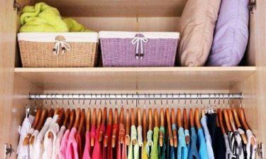 Τα 4 βήματα για να μαζέψετε τα καλοκαιρινά σας ρούχα εύκολα και γρήγορα!