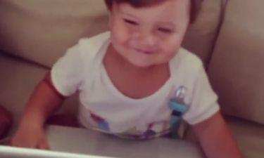 Απολαυστικό βίντεο! Δείτε τον γιο των Ηλιάδη-Γκέντσογλου να χορεύει!
