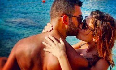 Τα «καυτά» φιλιά γνωστού ζευγαριού της ελληνικής showbiz