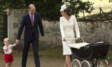 Η πριγκίπισσα Charlotte έκανε την πρώτη της εμφάνιση μετά τη βάφτισή της. Δείτε την