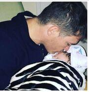 Έγινε μανούλα - Δείτε την πρώτη φωτογραφία του μωρού της