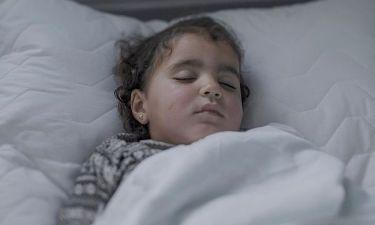 Σοκαριστικό: Δείτε πού κοιμούνται τα προσφυγόπουλα - Κάθε εικόνα και μία ιστορία ζωής