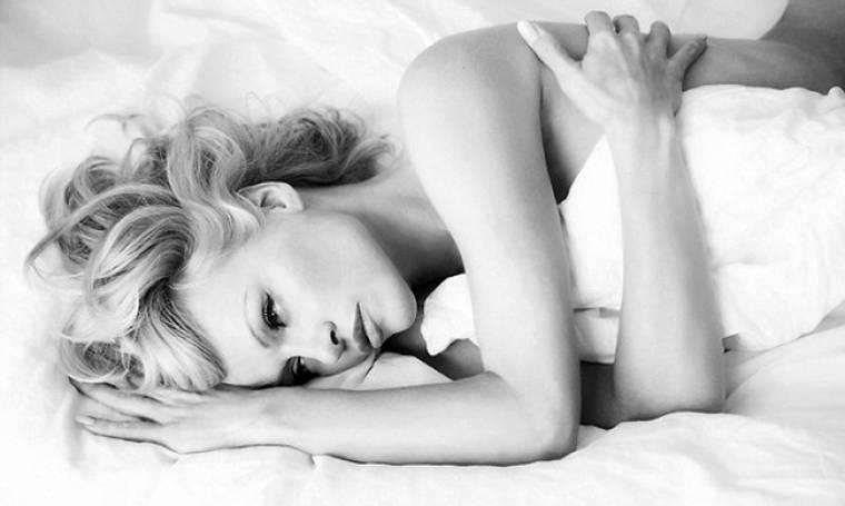 Pamela Anderson: Θυμάται τις νύχτες των άγριων πάρτι του Playboy