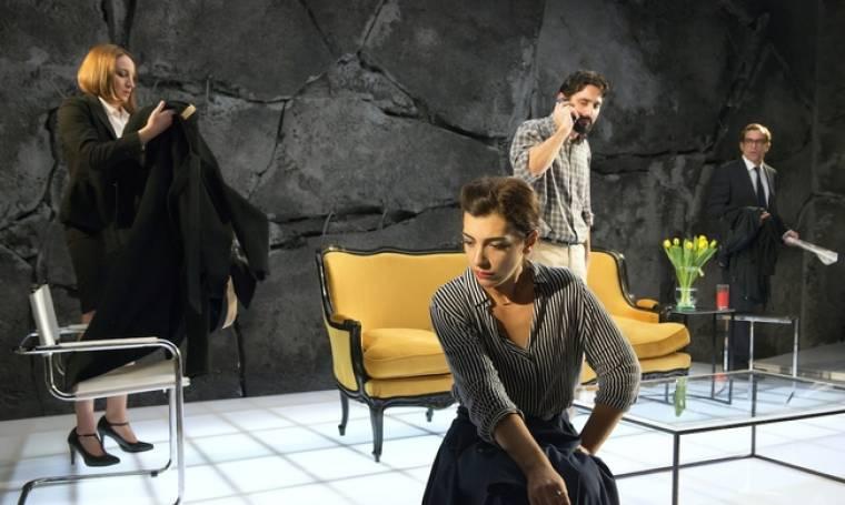 """""""Ο Θεός της Σφαγής"""" σε σκηνοθεσία Μαρκουλάκη κάνει πρεμιέρα την Τετάρτη"""