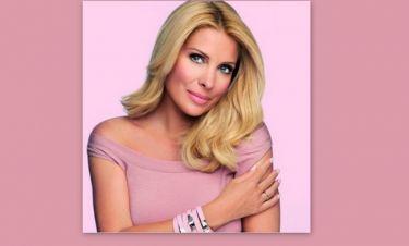 Η Μενεγάκη φωτογραφήθηκε με το βραχιόλι κατά του καρκίνου του μαστού