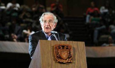 Τσόμσκι: Υπάρχει οργανωμένο σχέδιο από ΔΝΤ και ΕΕ με σκοπό την καταστροφή της Ελλάδας