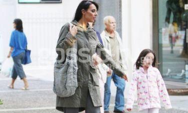 Στην Κηφισιά η Όλγα Λαφαζάνη με την κόρη της, Αλεξάνδρα