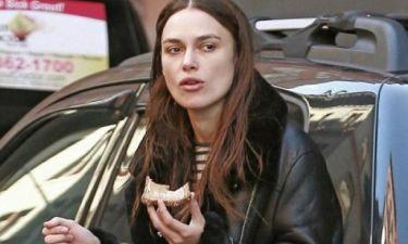 Δείτε αυτή την εμφάνιση της Keira Knightley και… ζηλέψτε την άφοβα!