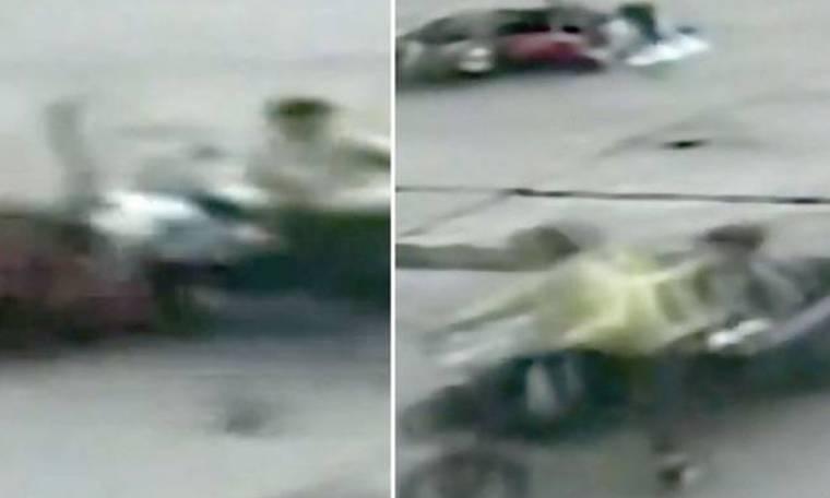 Απίστευτο βίντεο: Αγοράκι άλλαξε… μηχανές κατά τη διάρκεια του τροχαίου!