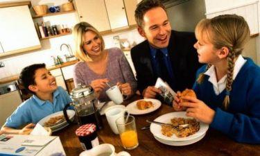 Πρωινό ξύπνημα:Τι λένε καθημερινά οι γονείς στα παιδιά τους