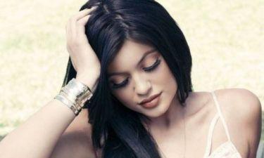 Αυτό είναι το trick της Kylie Jenner για να βάζει τέλεια το eyeliner!