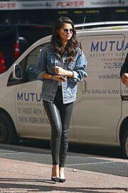 Selena Gomez: Οι πρώτες φωτογραφίες μετά την αποκάλυψη για τις χημειοθεραπείες