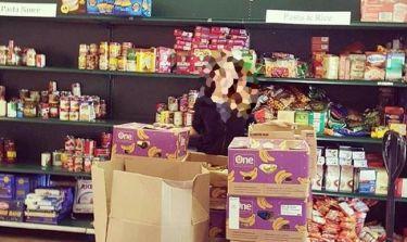 Ελληνίδα τραγουδίστρια συγκέντρωσε τρόφιμα για τους άστεγους!