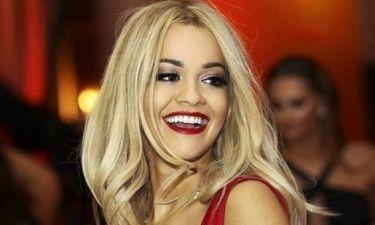 Η Rita Ora σε παραδοσιακό γάμο στο στο Κόσοβο: Δείτε την να χορεύει πάνω στο τραπέζι!