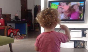 Πρωταγωνιστής του «Μπρούσκο» χαλαρώνει παίζοντας με τα παιδιά του
